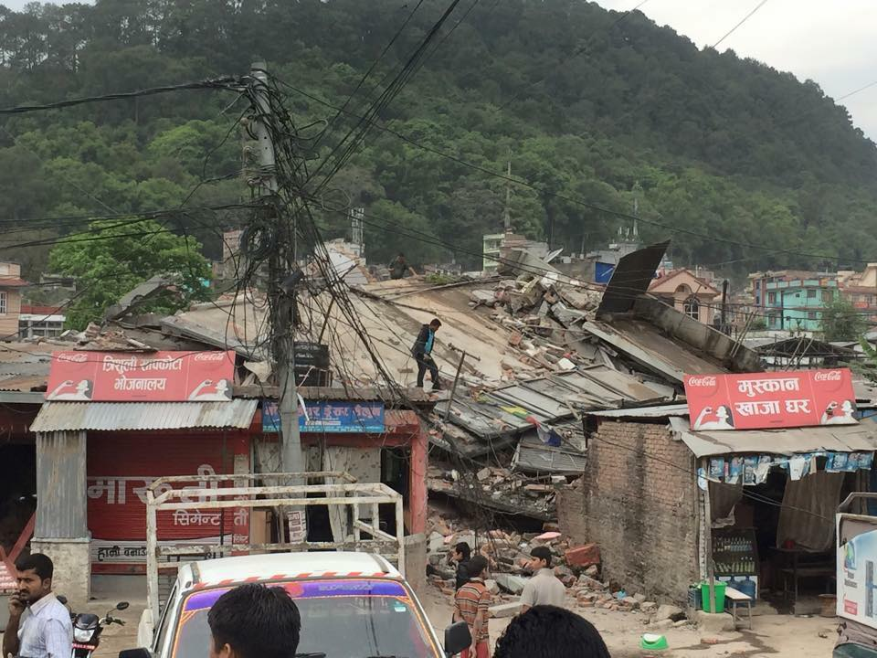 earthquake Nepal april houses damaged
